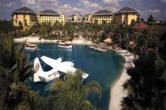 Loews Royal Pacific Resort at Universal Orlando: Hotel Exterior
