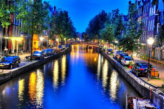 Hotel Multatuli: Amsterdam canal at night