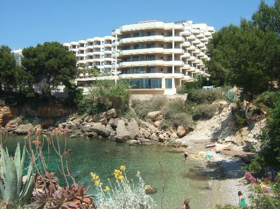 Cove under hotel picture of trh jardin del mar santa for Aparthotel jardin del mar santa ponsa