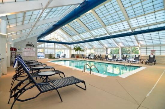 BEST WESTERN Burlington Inn: Swimming Pool