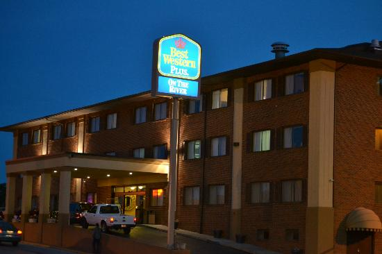 BEST WESTERN On The River