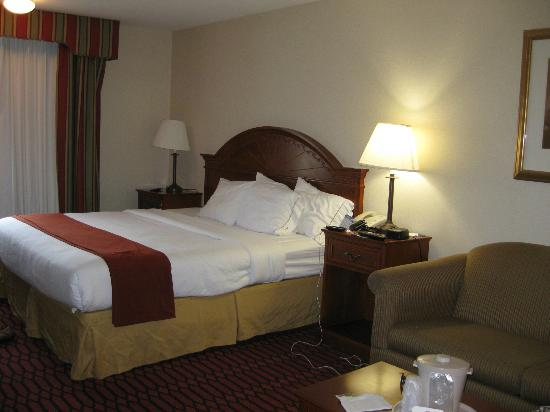 Holiday Inn Express Lancaster-Rockvale Outlets: King Corner Room