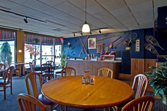 BEST WESTERN Riverfront Inn: Bar and Grille