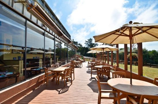 BEST WESTERN PLUS Agate Beach Inn: Outside Patio Dining
