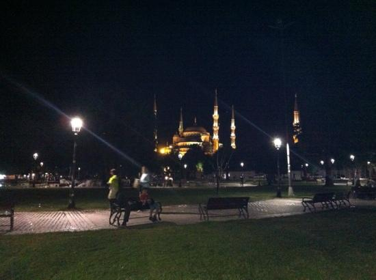 Art City Hotel Istanbul: beautiful blue mosque: only 10mins walk