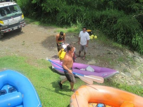 Rafiki Safari Lodge: Prepping Rafts