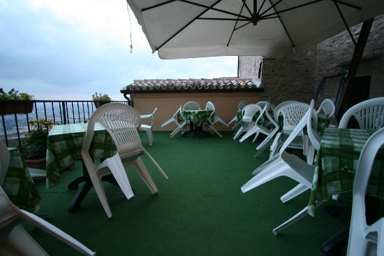 Hotel Posta Panoramic: Outside dining area -- great views