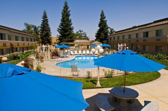 BEST WESTERN PLUS Porterville Inn: Pool