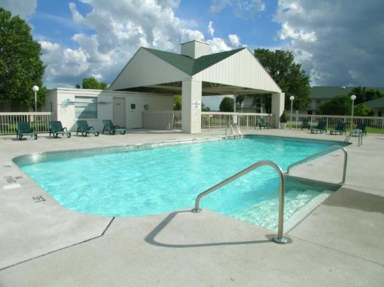Moberly Inn and Suites: Pool