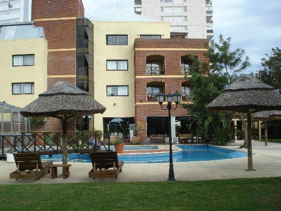 BEST WESTERN La Foret: Piscina al aire libre
