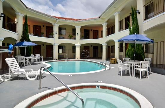 BEST WESTERN Santee Lodge: Swimming Pool and Hot Tub