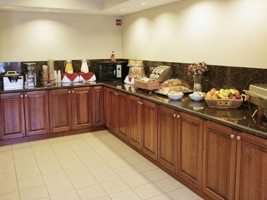 La Quinta Inn &amp; Suites Woodlands South: Breakfast Area