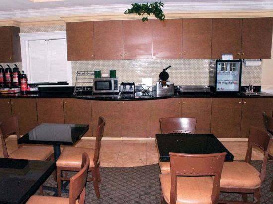 La Quinta Inn &amp; Suites Lafayette Oil Center: Breakfast Area