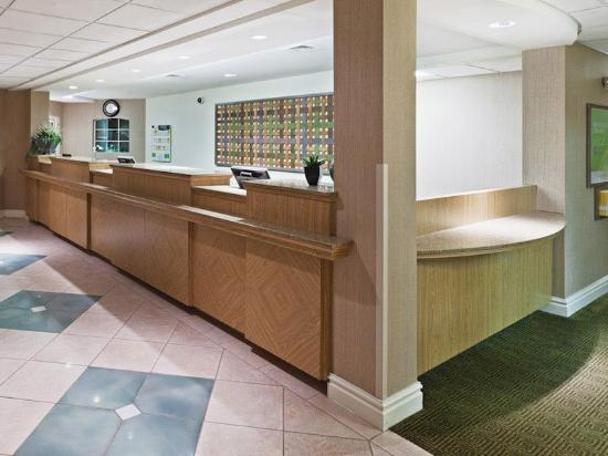 La Quinta Inn & Suites Houston Galleria Area: Front Desk