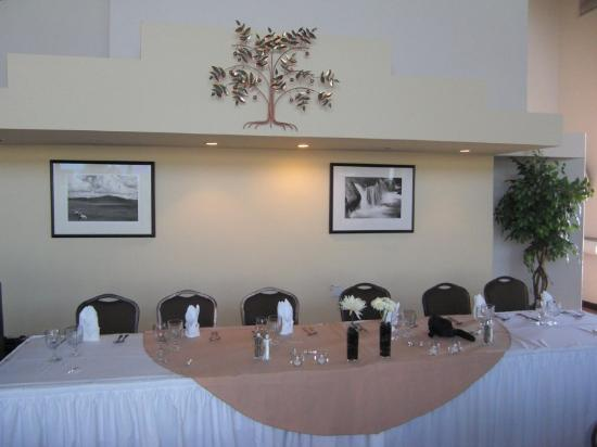 Hilltop House Hotel and Conference Center: Head Table