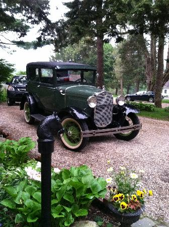 Devonfield Inn: Car always by the front door