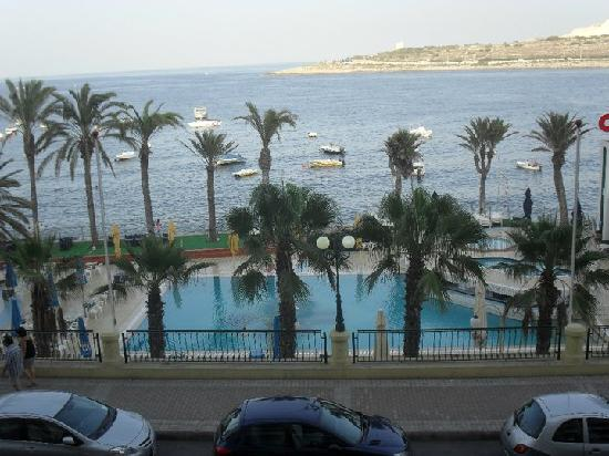Qawra Palace Hotel: view of our pool from balcony