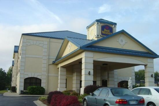 BEST WESTERN Executive Inn &amp; Suites: Exterior
