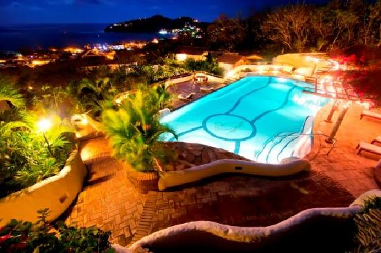 Pelican Eyes Resort and Spa: Family Pool at Night