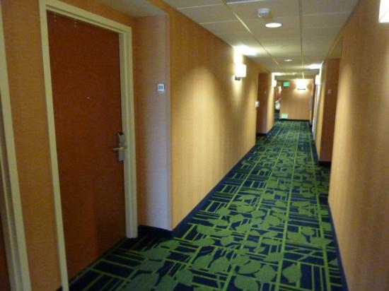 Fairfield Inn & Suites Redding: Hotel Interior Corridor