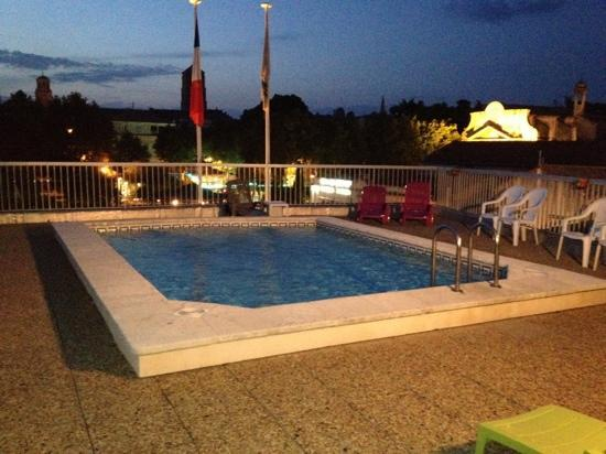 piscine sur le toit picture of best western atrium arles arles tripadvisor. Black Bedroom Furniture Sets. Home Design Ideas
