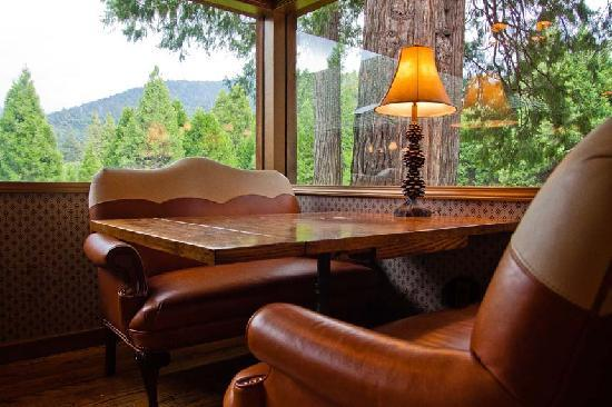 Camp Nelson, CA: Dining Room Booth