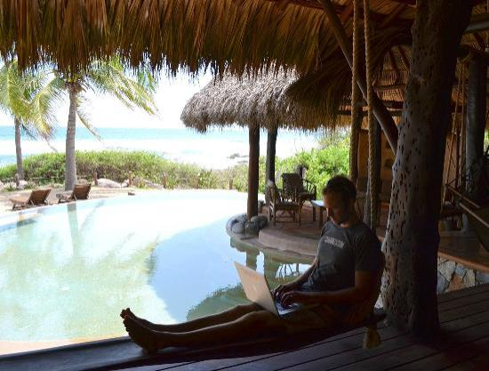 Casa Viva Troncones: Getting some work done by the pool