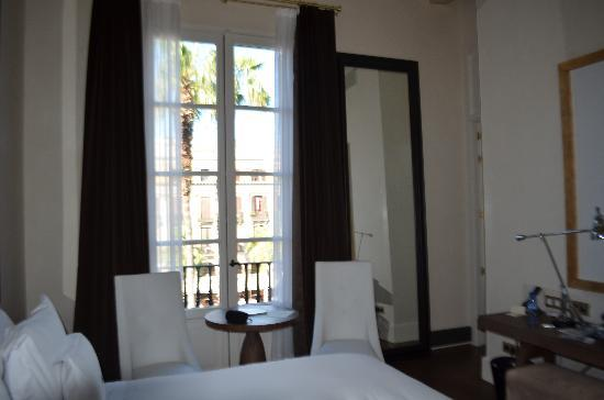 Hotel DO Placa Reial: View toawrds terrace