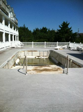 "Island Inn: the ""lovely"" pool"