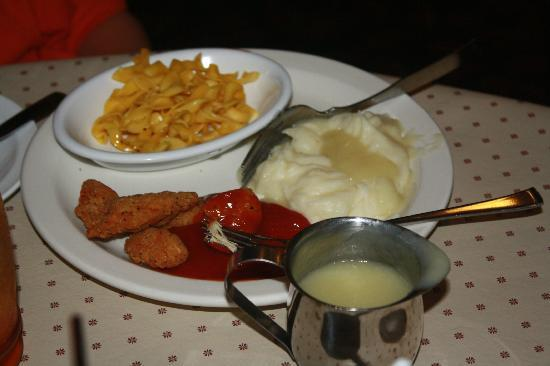 Smoketown, Pensylwania: Chicken nuggets, mashed potatoes and gravy, and brown butter noodles