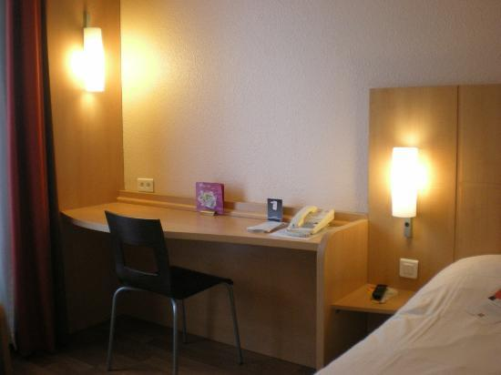 Ibis Lyon Centre Perrache: Room