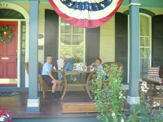 Jeremiah B King Guest House: the front porch