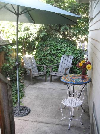Delaunay house: Pioneer Suite&#39;s private patio