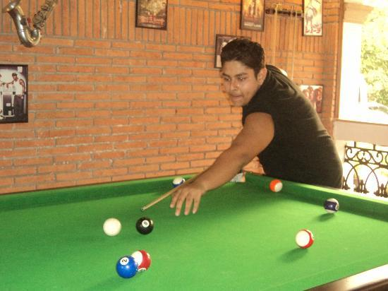   : POOL TABLE