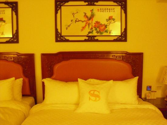 Hotel Sunshine: Very Chinese styled decoration