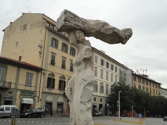 The roundabout next to the ancient gateway picture of - Bed and breakfast porta romana milano ...