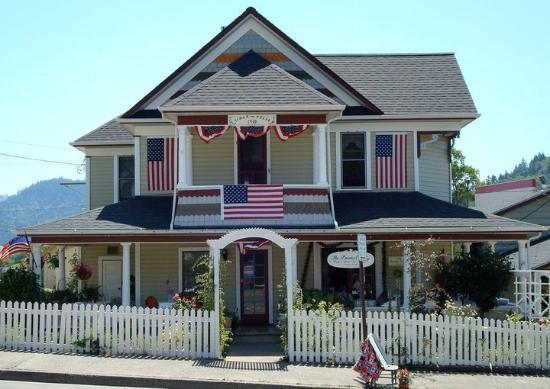 The Painted Lady Bed Breakfast And Tea Room