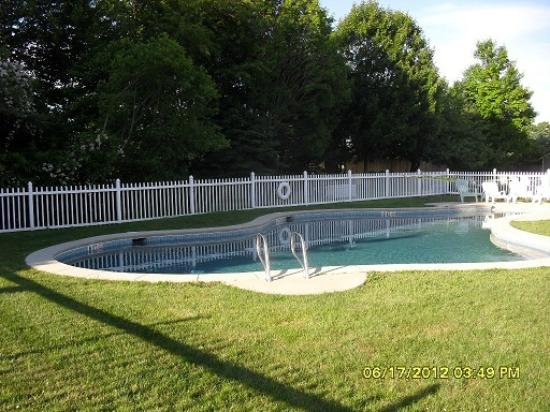 The Coast Village Inn &amp; Cottages: Pool