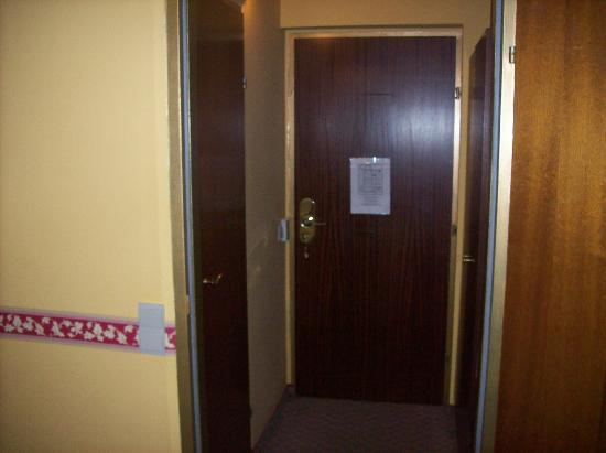 Hotel Hoffinger: entrance to the room from the inside