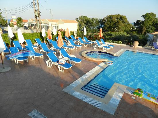 Big Village Hotel: the pool sunbeds with new mats