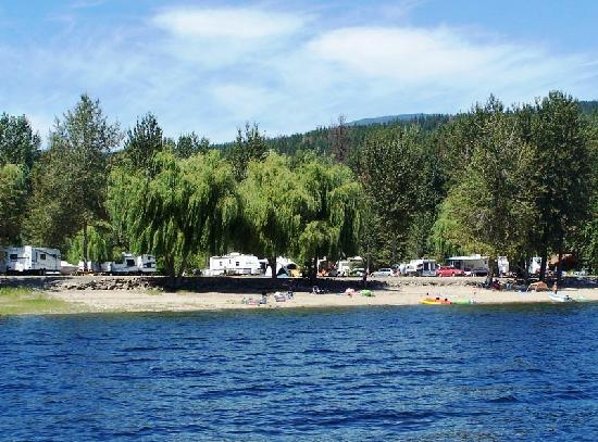 Cottonwood Family Campground: Campground from the water