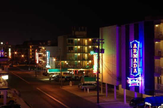 Imperial 500 Motel: View from the balcony at night