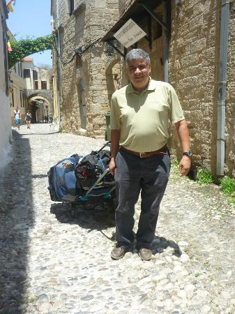 Zacosta Villa Hotel: John, the owner, carting the bags through the streets.