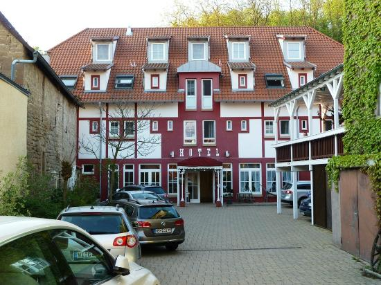 ‪Cross-Country-Hotel Hirsch‬