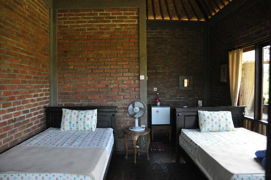 Krisna Villa's Guest House: Small bungalow inside