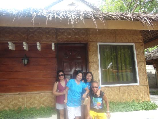 Bolod Beach Resort: outside the family room that would fit 6persons!