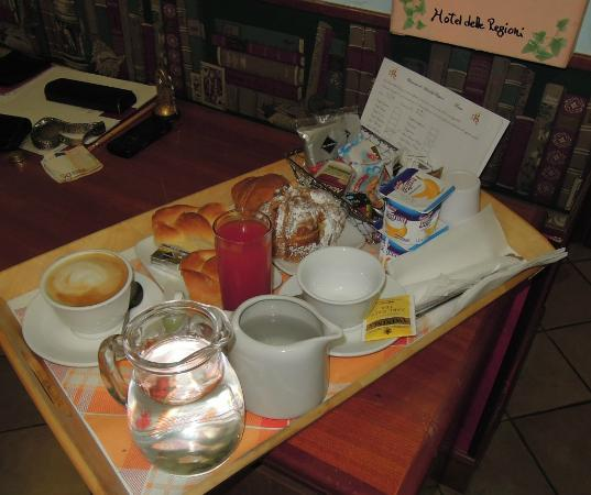 Hotel Delle Regioni: Colazione in camera
