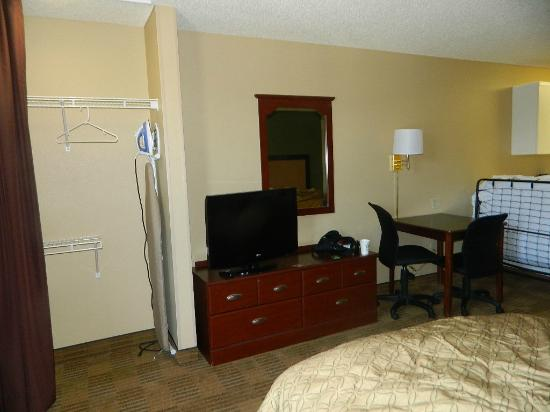 Extended Stay America - Orange County - Anaheim Convention Center: Closet