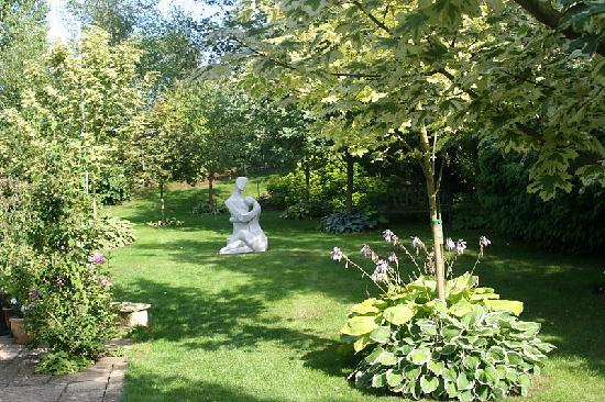 Pakenham, UK: Gardens at Fen House