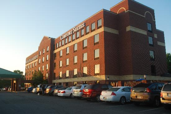 Comfort Suites Biltmore Square Mall: Early morning view of the hotel